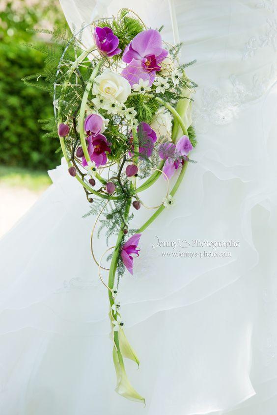 Bouquet de fleur mariage fleurs blanches armes et roses for Bouquet fleurs blanches