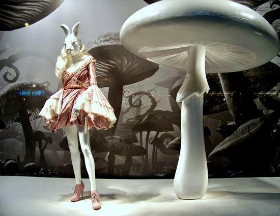 Alice-in-Wonderland-Printemps-Paris-00