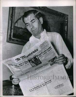 1951 Press Photo Mobster Lucky Luciano Reading Newspaper