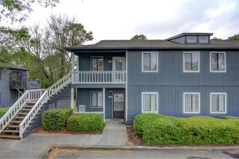 1259 Wellington Ave, Wilmington, NC 28401      Bedrooms: 2     Baths: 2     Partial Baths: 0     SQ FT: 880     Lot Size: condo     Style: 2nd Floor Condo     Heat Source: Electric     Schools: New Hanover (Elementary School: Sunset Park; Middle School: Williston; High School: New Hanover)