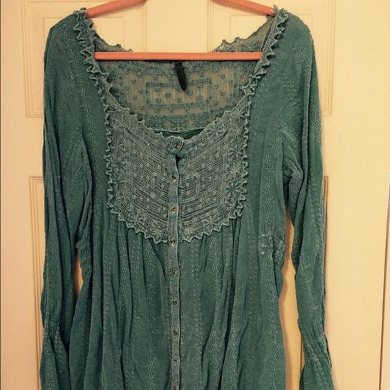 Beautiful green lace top Gorgeous green top . Lace detail at the neck buttons all the way down . 100% cotton . Very light very cute and like new condition Tops