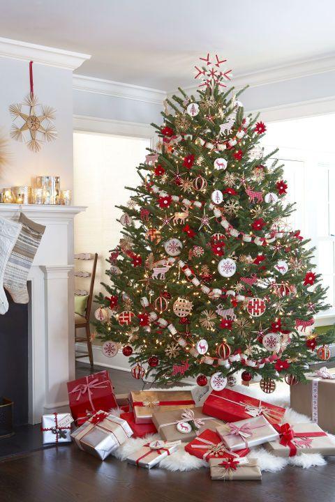 10 Scandinavian Inspired Christmas Decorating Ideas Scandinavian Christmas Trees Pretty Christmas Trees Christmas Tree Design