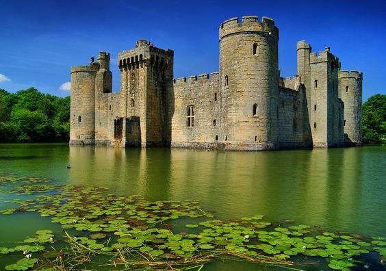Angleterre, château, bodiam, bodiam, château, lac, eau, été, forêt, arbres, douves, tour, ciel Wallpaper