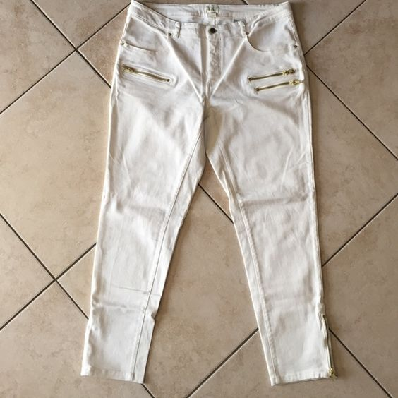 Skinny ankle jeans These Jean have been worn about 3 times they are in good condition. Ivory is the color of the pants with gold zippers. H&M Jeans Ankle & Cropped