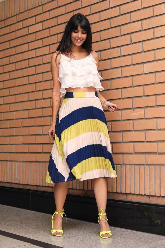✼ Neon chegando com tudo! ✼ @ricademarre linda nesse look de cropped + saia plissada estampada ✼ Disponível em nosso Shop Online ✼ #vemprakesses | #kessestyle | #kessesshoponline | #kessesoficial | #ootd | ✼