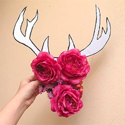 Add a shabby chic charm to any space with this cardboard antler deco. Simple tutorial included.