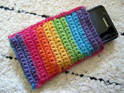 Mobile phone case :> (crochet)