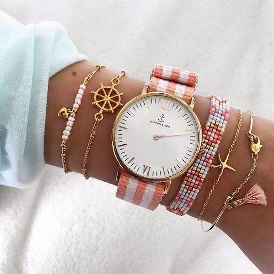 Horloge met roze bandje en bijpassende armbanden