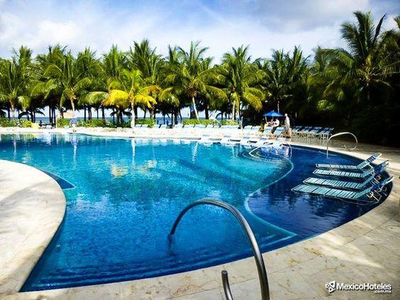 Para los que prefieren las piscinas en lugar del mar caribe también pueden llevarse la experiencia grata de retozar plácidamente. #DondeQuieresEstar #MexicoHoteles http://ift.tt/1m3yoTN