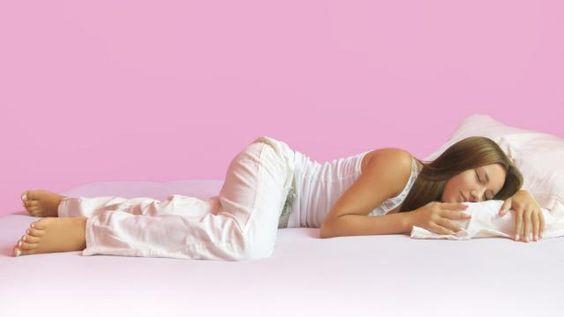 Apprenez facilement à créer un pantalon de pyjama avec deux fois rien.