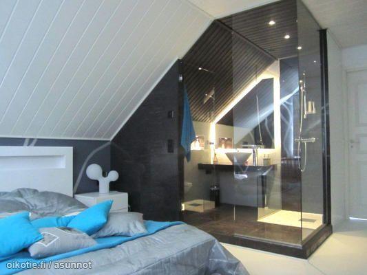 Bathroom in the bedroom   Kylpyhuone makuuhuoneessa. Bathroom in the bedroom   Kylpyhuone makuuhuoneessa   Bathrooms