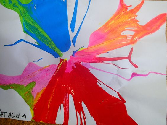 Pintura centrifugada con escurridor de ensaladas.   pinta imagina