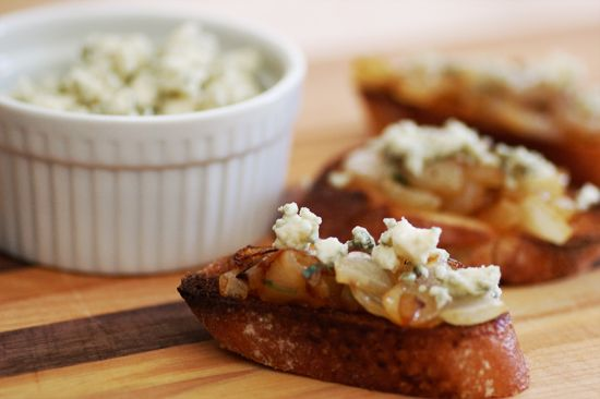 Caramelized Onion and Blue Cheese Crostini | Pink Basil