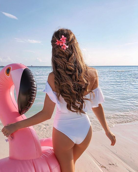 Beach day with my new friend (where is the flamingo emoji?!) ☺️ Outfit details: http://liketk.it/2u3r9 #liketkit #travel #mexico #flamingo #float #vsco #ootd #wiw #whatimwearing #beachday #vacation #lspace