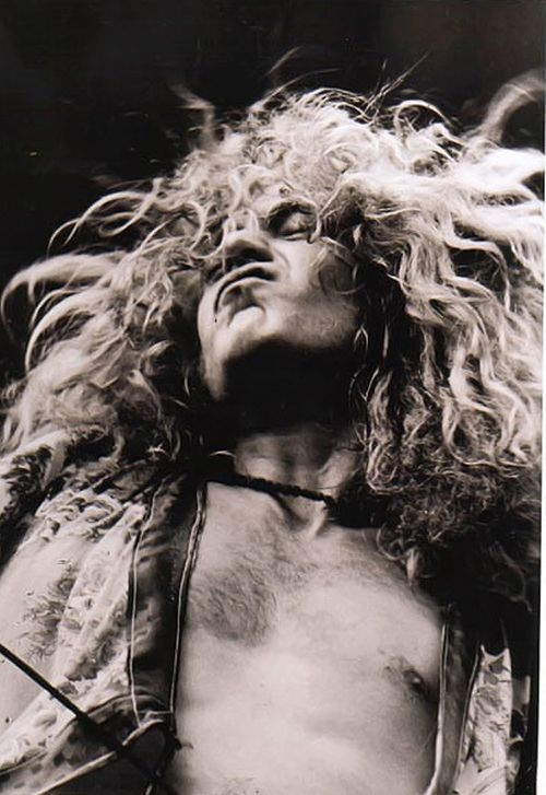 Led Zeppelin Ramble on …great black and white pic of Robert Plant…. - http://sound.saar.city/?p=12857