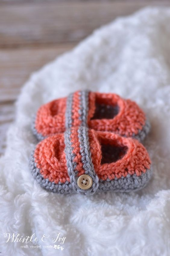 Free Crochet Pattern: Monk Strap Booties. Perfect for a baby girl or boy! {Whistle and Ivy}: