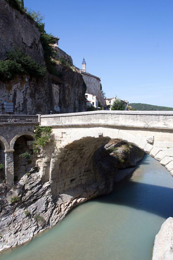 Le fameux pont romain de Vaison-la-Romaine (© Stéphane Thiebaut)