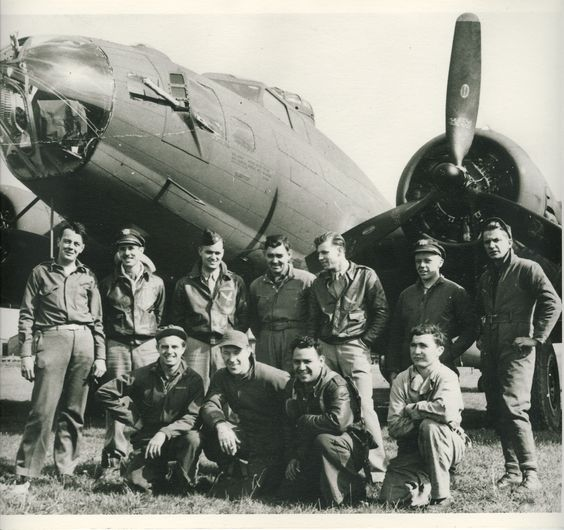 Capt Dave Palmer with his B-17crew, including Clark Gable.