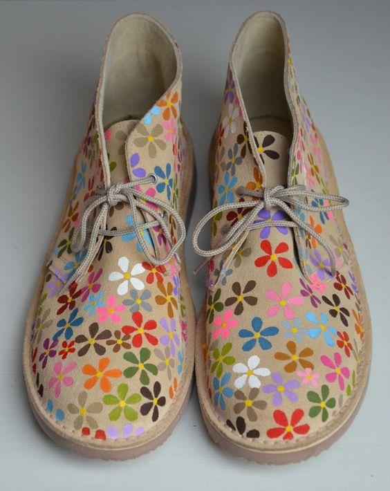 Botas safari beis pintadas a mano con flores