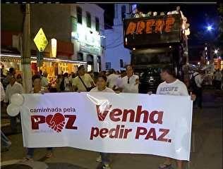 Visão La Flora: Mais de mil pessoas participam da caminhada da paz...