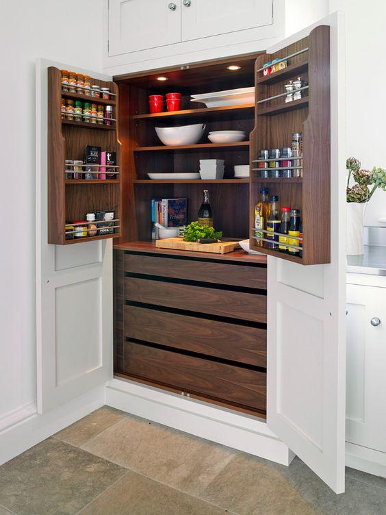 Системы хранения для кухни: 80 функциональных трендов, когда комфорт и дизайн неразделимы http://happymodern.ru/sistemy-xraneniya-dlya-kuxni-foto/ С помощью полок можно оптимизировать внутренне пространство ваших кухонных шкафов