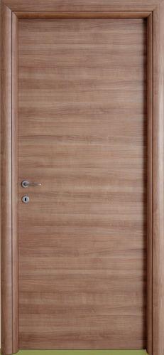 #Porte #interne modello 1P, pannello #tamburato. Rivestimento esterno in Laminato. Colore: #Ciliegio Ruvidal. Linea Piana - Catalogo Motivo. #infissi #interni #arredamento