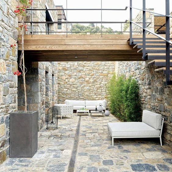 Moderner Balkon, Veranda & Terrasse von Engel & Völkers Bodrum