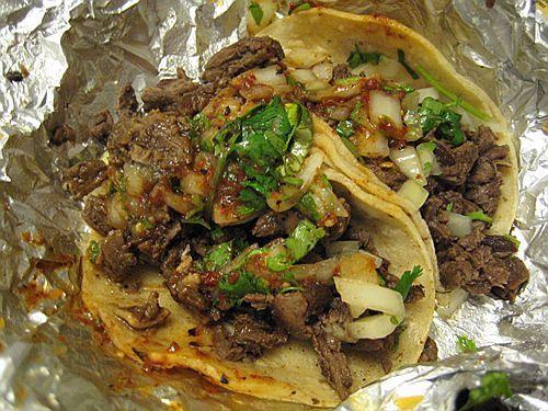 estos son tacos de mexico.  estos son auténticos. quiero comer estos tacos.