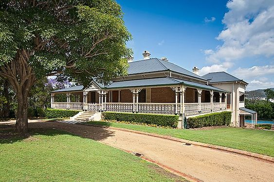 Photos of some of the different types of Australian architectural styles from city apartments to suburban houses to country cottages and rural homesteads...