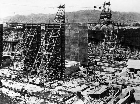 The construction of the locks of the Panama Canal