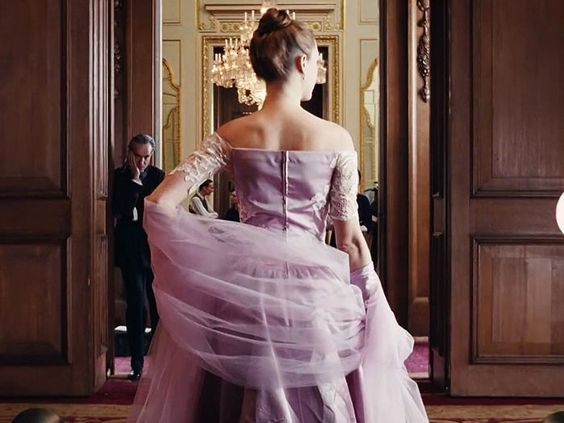 Watch costume designer Mark Bridges explain the intricacies that went into designing the breathtaking costumes for the new film Phantom Thread.