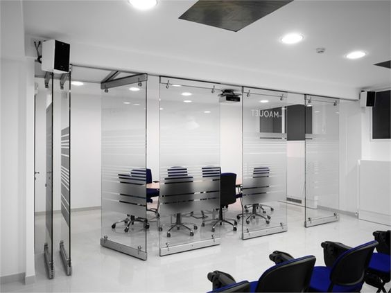 Crystal movable wall extesa oddicini industrie client for Movable glass wall systems
