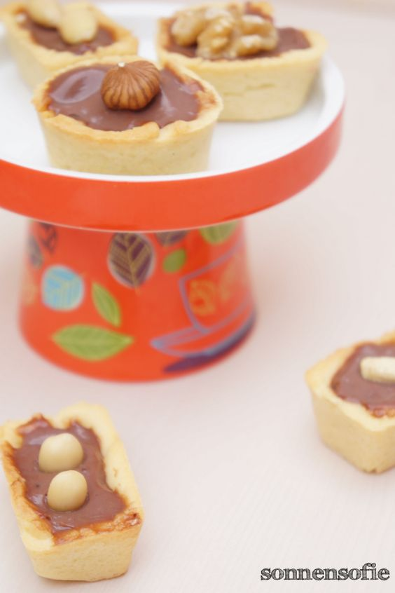 little tarts with choclate pudding filling