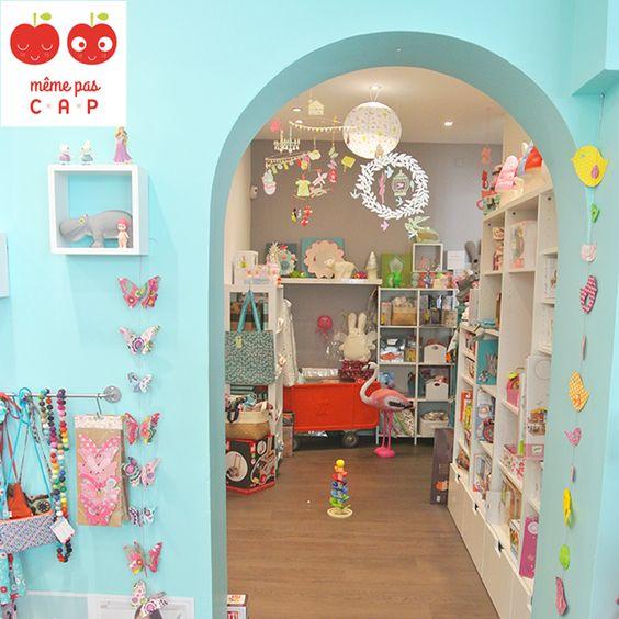 Même pas CAP est une boutique récréative pour petits & grands enfants située en plein coeur du centre-ville de Grenoble, France.