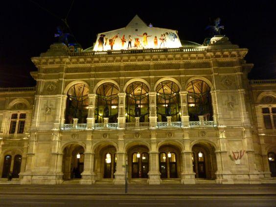 Wiener Staatsoper by night