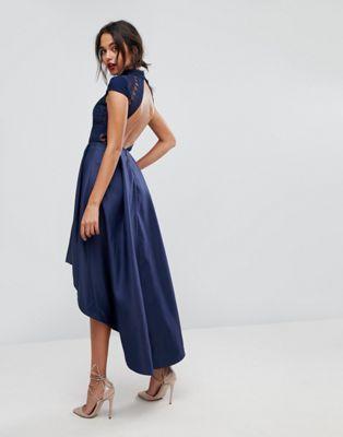 Chi Chi London - Robe de bal de promo mi-longue asymétrique à dos ouvert
