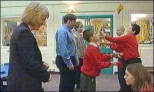 Een baanbrekende methode om mensen met dyslexie te behandelen lijkt een groep schoolkinderen van West Midlands te helpen om over hun leerstoornis heen te komen. Leerlingen van de Balsall Common Pri...