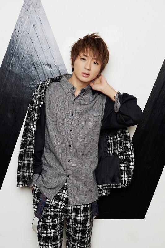 おしゃれな服を着た西島隆弘がかっこいい