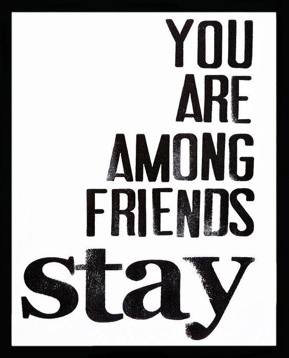 Dieses Glasbild mit Rahmen ist ein echter Blickfang. Der Bilderrahmen mit dem Print: »Stay among Friends« ist eine tolle Wanddekoration und ist perfekt für ein schönes Wohnambiente.  Der Bilderrahmen ist mit verschiedenen Glasbildern zu kombinieren und sorgt für eine stilvolle Dekoration im skandinavischen Design.   Artikeldetails:  Hochwertig bedrucktes Floatglas, 4 mm Stärke, 1,9 mm schwarzem...