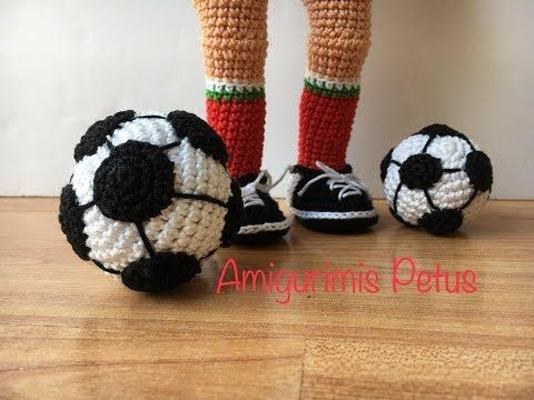 Muñeco futbolista amigurumi Patrón DIY de como hacer este lindo muñeco  futbolista tejido en amigurumi. Sigue las i…   Amigurumi patrones gratis,  Amigurumi, Patrones   360x480