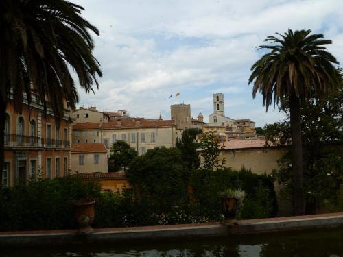 Le jardin du Serret: Valley View terras - France-Voyage.com