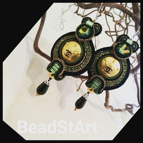 Soutache Ohrringe mit Authentischen Chanel Krone Knöpfe in Goldtone Metall und schwarze CC Logo. Markierten Chanel von BeadStArt auf Etsy
