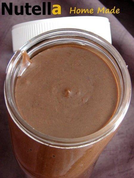 Nutella homade  Pour un gros pot de 500gr:    *140gr de choco au lait (Barry) vous pouvez remplacer par de la Prâlinoise en tablette  *2 càs rase de cacao non sucré 64%(Barry )  *100gr de noisettes entières non émondées  *250gr de lait concentré sucré ( 100gr sucre de canne+100gr de lait entier en poudre+80gr d'eau ---> 10sec/vit6 puis 20mins sans gobelet 90°/vit3 )  *10gr de vanille liquide  *environ 50gr d'eau voir +  *40gr de sirop de glucose  *80gr d'huile neutre