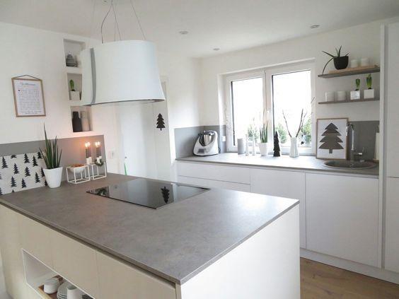 Küche weiß Hochglanz, #Glasrückwand und Stein #Arbeitsplatte L+S - nischenplatten für küchen