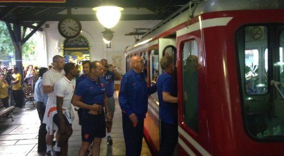 Holandeses pegam trem para o Cristo Redentor (Foto: Vicente Seda)