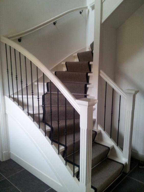 Landelijke trap met traploper hall stairs pinterest foto 39 s en met - Entreehal met trap ...