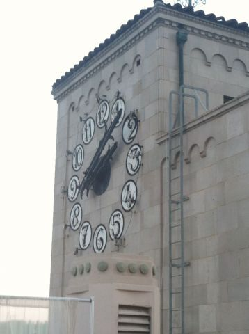 The iconic clock atop the Oviatt building was Los Angeles' first neon clock