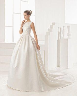 ORACULO vestido  con cuerpo de guipour y pedrería y falda de raso duquesa.