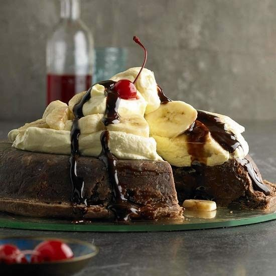 Upside-down Banana Split Pie with Fudge Sauce