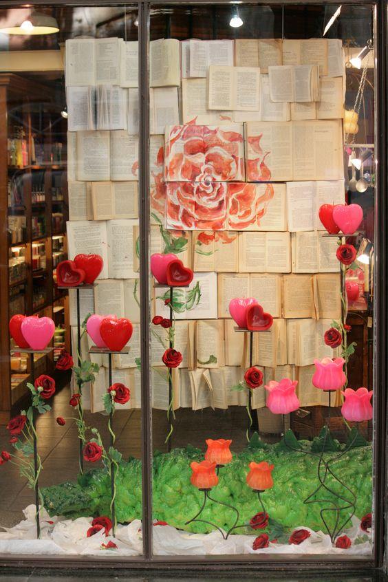 23 de abril sant jordi dia del libro y la rosa en - Adornar escaparate navidad ...